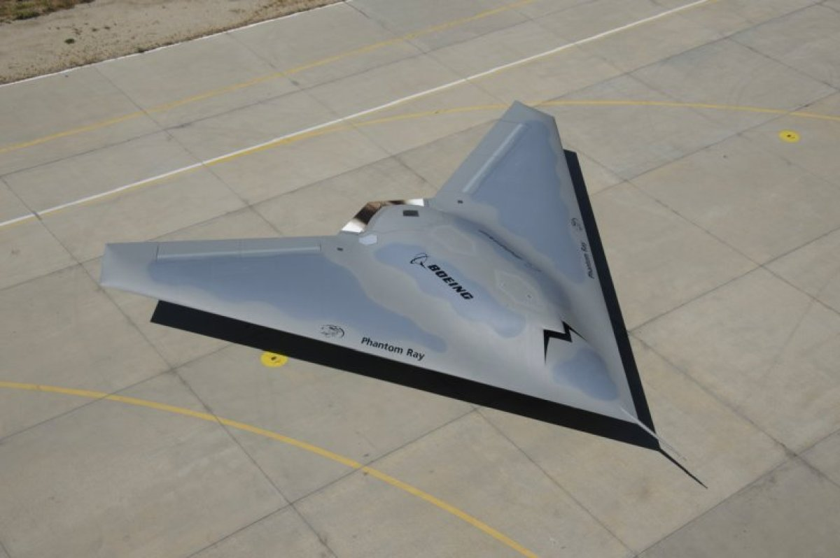 <strong>Type</strong>: Military (U.S.)  <strong>Description</strong>: Boeing's stealth Phantom Ray took to the skies for th