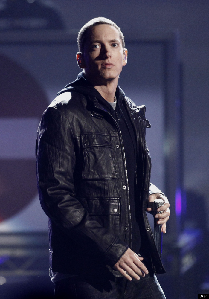 Sleep experts often recommend black out shades to keep rooms dark and promote quality rest -- but rapper Eminem reportedly ta