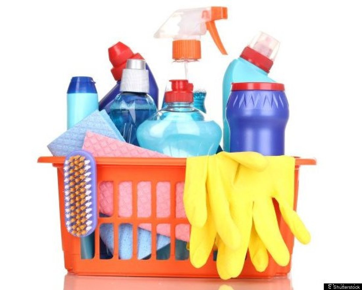 """<a href=""""http://earth911.com/news/2011/11/11/save-cash-go-diy/"""" target=""""_hplink"""">DIY cleaning products</a> are the latest bac"""