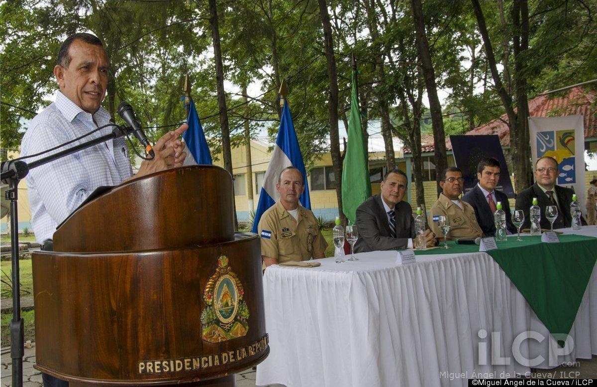 L-R Jefe del Estado Mayor Naval-Capitan de Navío; Hector Orlando Caballero, Minister of Natural Resources Rigoberto Cuellar,