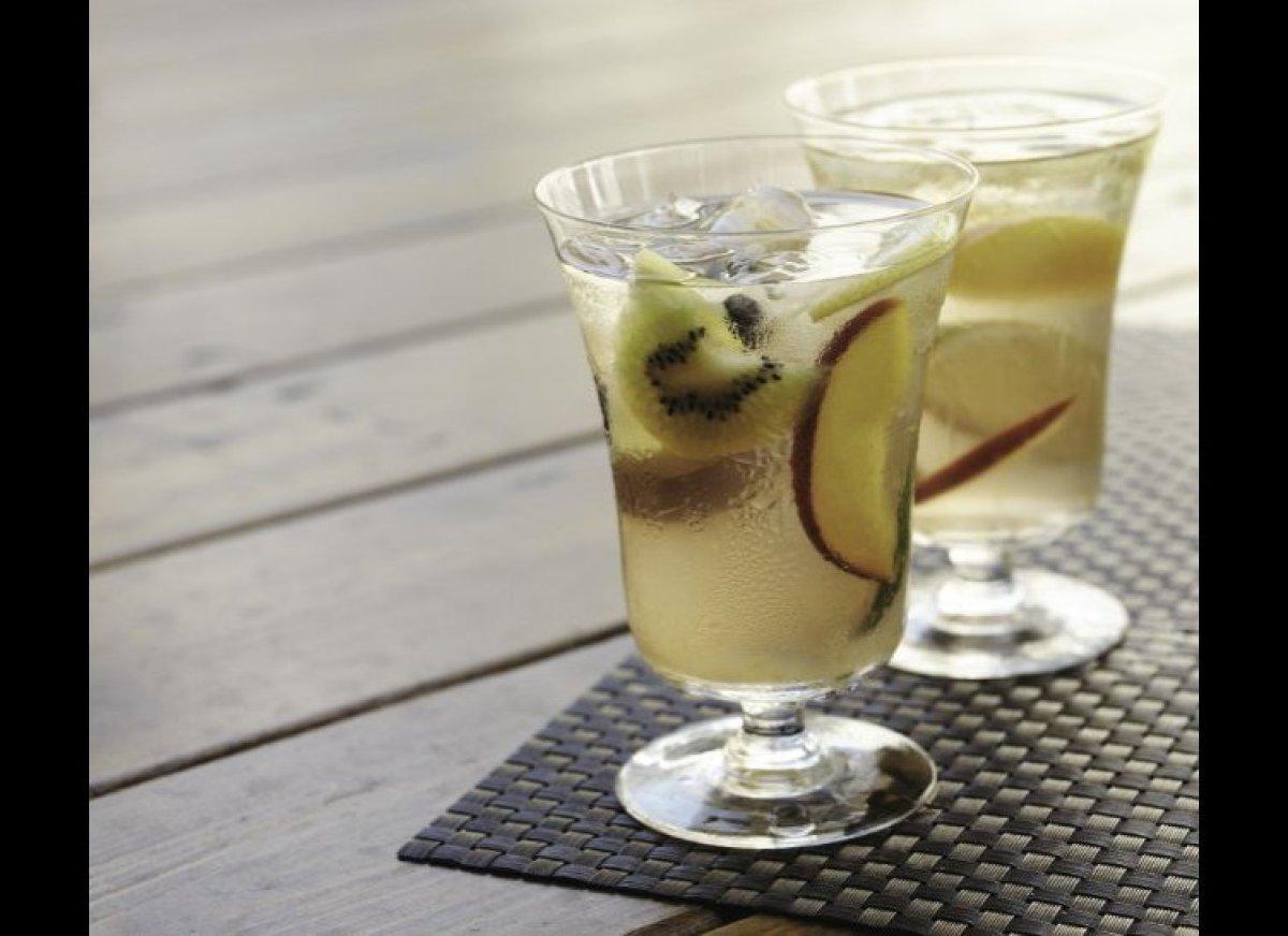"<strong><a href=""http://www.imbibemagazine.com/White-Tea-Sangria-Recipe"" target=""_hplink"">White Tea Sangria</a></strong> Lik"
