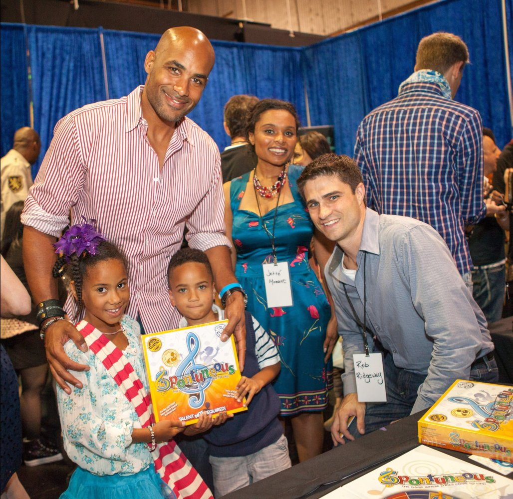 Actor Boris Kodjoe and his two children getting gifted with the Spontuneous boardgame backstage at the ABDC Backstage Gifting