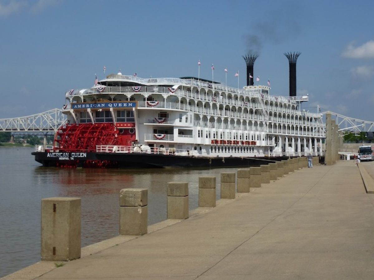 Great American Steamboat at port in Louisville, Kentucky.  <em>Photo: Jerome Levine</em>