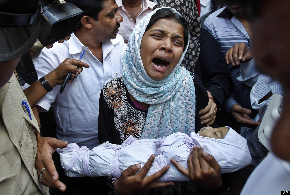 Reshma Bano wails as she holds the body of her three-month-old daughter Neha Afreen outside a hospital morgue in Bangalore, I