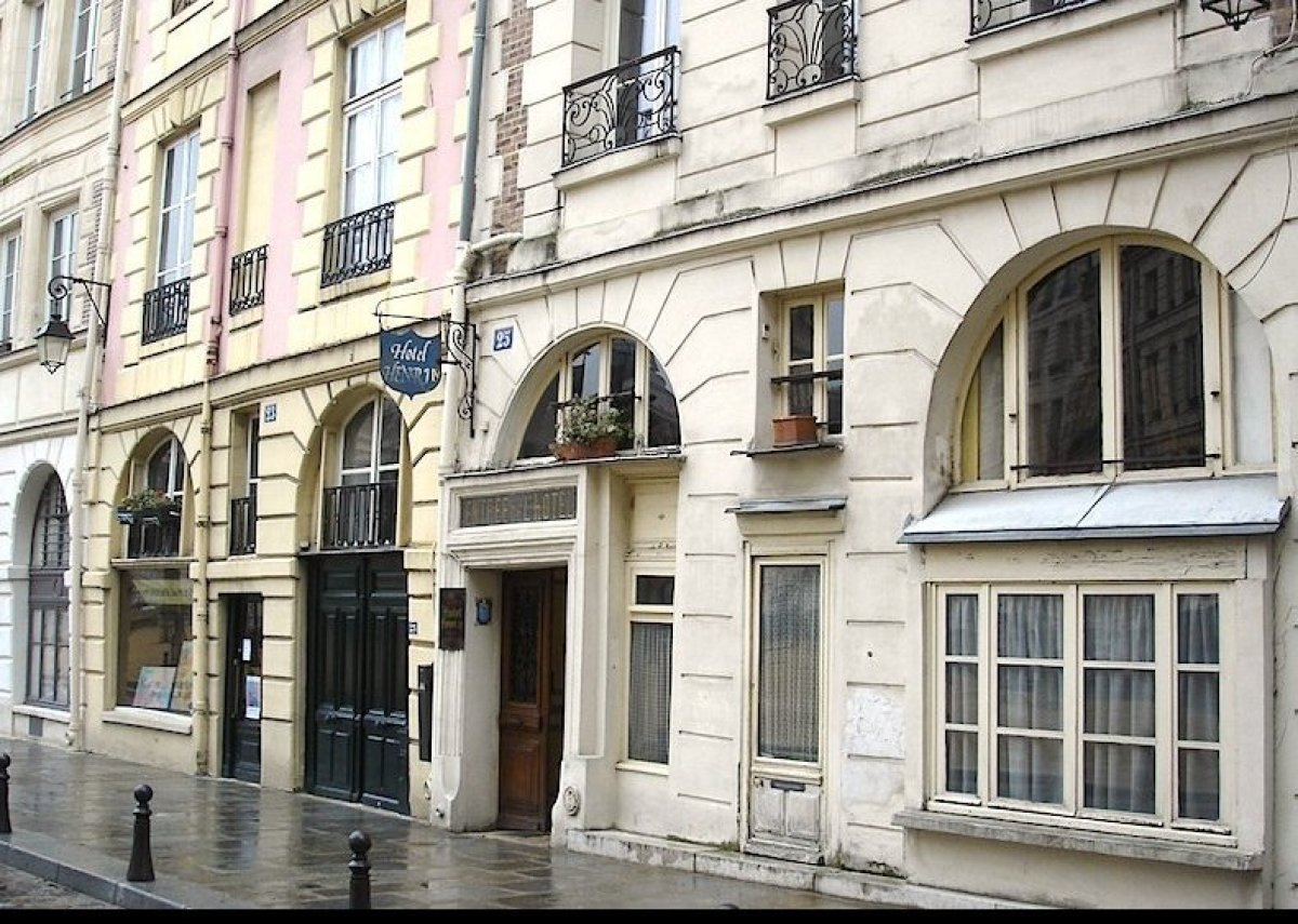 "Located in a 17th-century building on the Place Dauphine at the tip of the Ile de la Cité, the historic <a href=""http://www.e"
