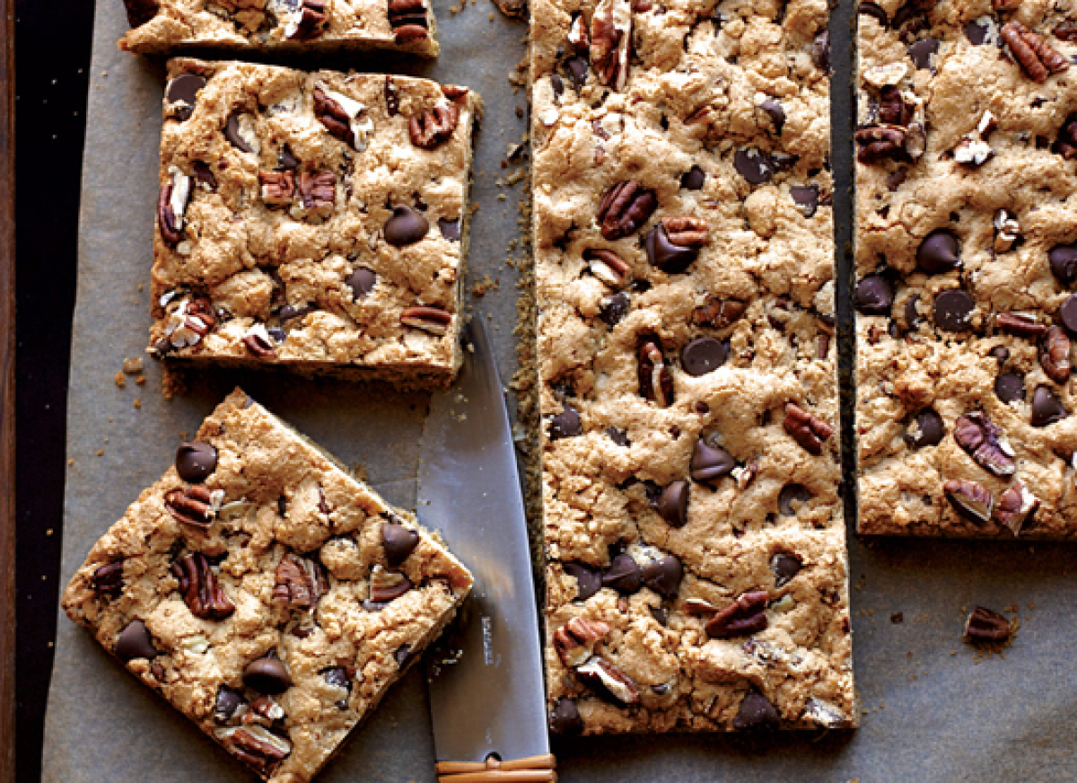 """<strong>Get the <a href=""""http://www.huffingtonpost.com/2011/10/27/chocolate-chip-pecan-cook_n_1061076.html"""" target=""""_hplink"""">"""