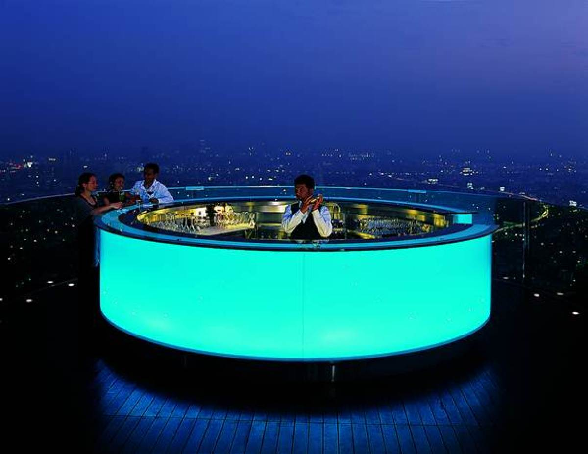 The city hotel Lebua at State Tower in Bangkok greets its guests on the banks of the Chao Phraya River. The second largest bu