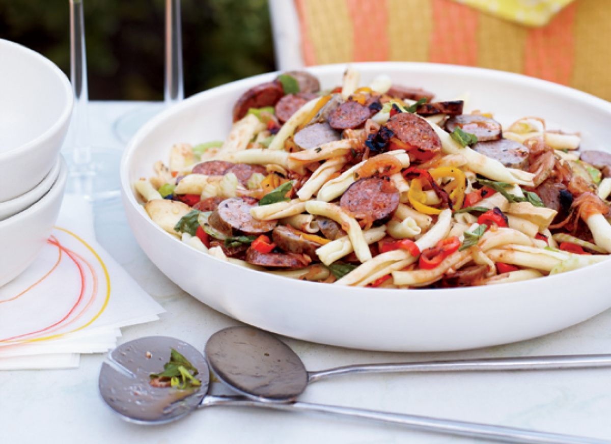 """<strong>Get the <a href=""""http://www.huffingtonpost.com/2011/10/27/pasta-salad-with-grilled-_n_1058602.html"""" target=""""_hplink"""">"""