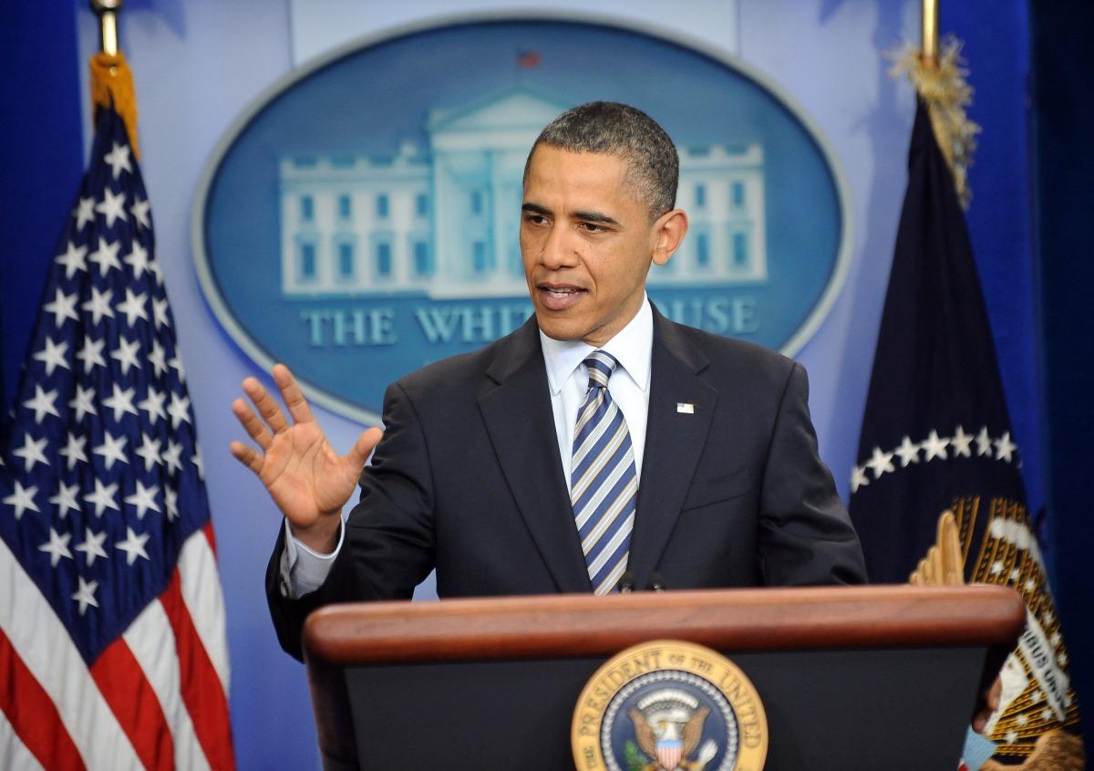 """<a href=""""http://www.huffingtonpost.com/2011/04/27/obama-birth-certificate-r_n_854248.html"""" target=""""_hplink""""><strong>(April 27"""