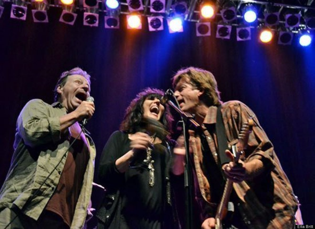 Here, Etta sings alongside her husband Bob and Delbert McClinton during Delbert's show. She used to sing backup for Delbert a