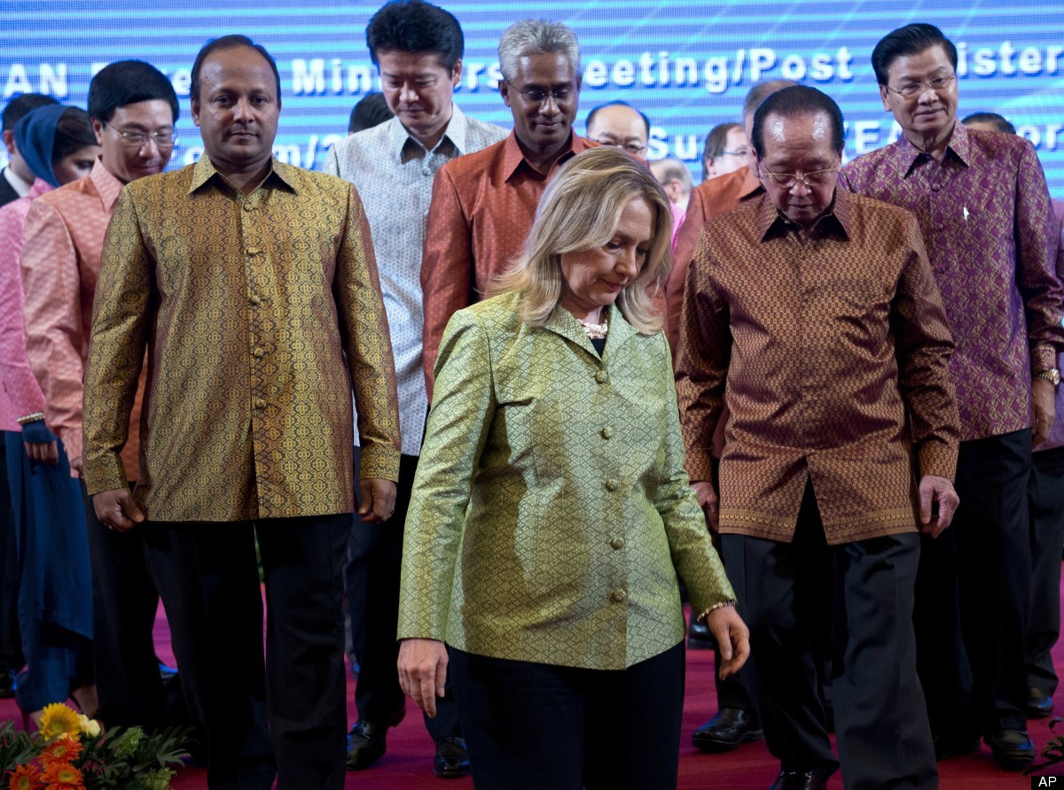 US Secretary of State Hillary Clinton, center, and other ministers during the ASEAN Gala Dinner at City Hall in Phnom Penh on