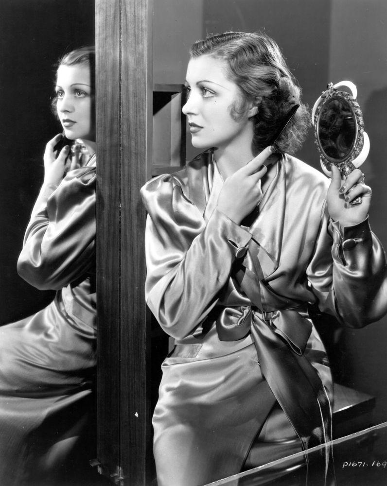 "<a href=""http://www.huffingtonpost.com/2012/10/09/plucking-grey-hair-cause-grow-myth_n_1946534.html?utm_hp_ref=beauty-ideas"">"