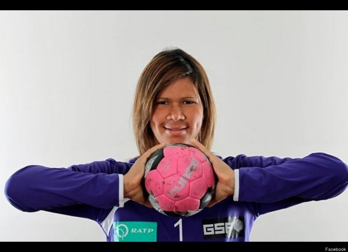 The 27 year-old goalkeeper will play on the Brazilian women's handball team in London 2012.