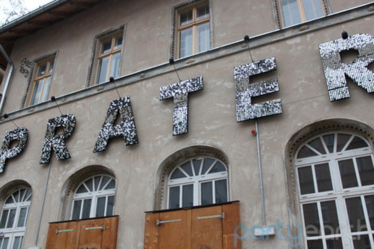 """<a href=""""http://www.partyearth.com/berlin/bars/prater-garten-2/"""" target=""""_hplink"""">Prater Garten</a> has been around since 183"""