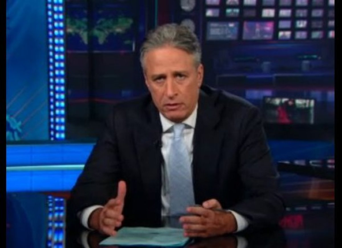 "Jon Stewart wants to <a href=""http://gtcha.me/MCZ8Kv"" target=""_blank"">talk about gun control</a>, but everyone seems to be te"