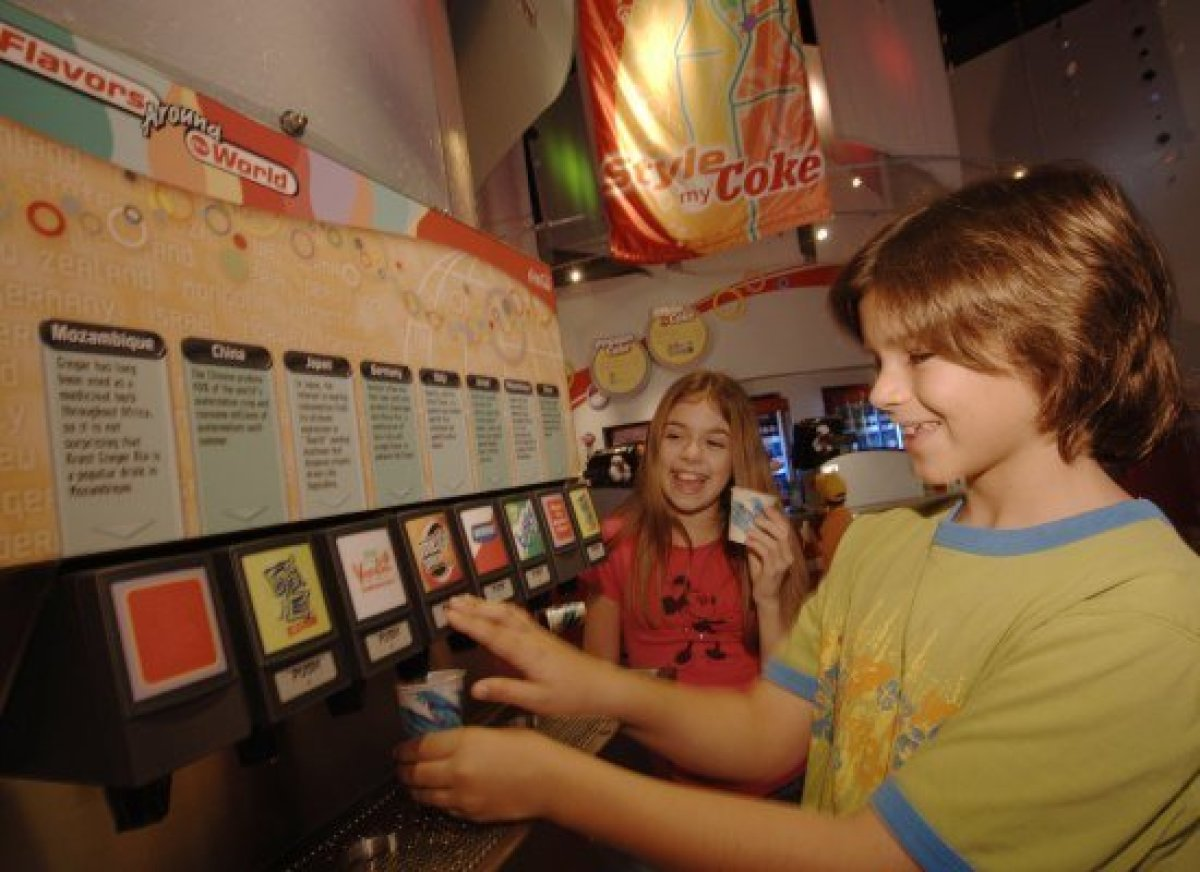 Theme parks have captive audiences and so their meals tend to be pricey. Here and there, though, Disney World visitors can pi
