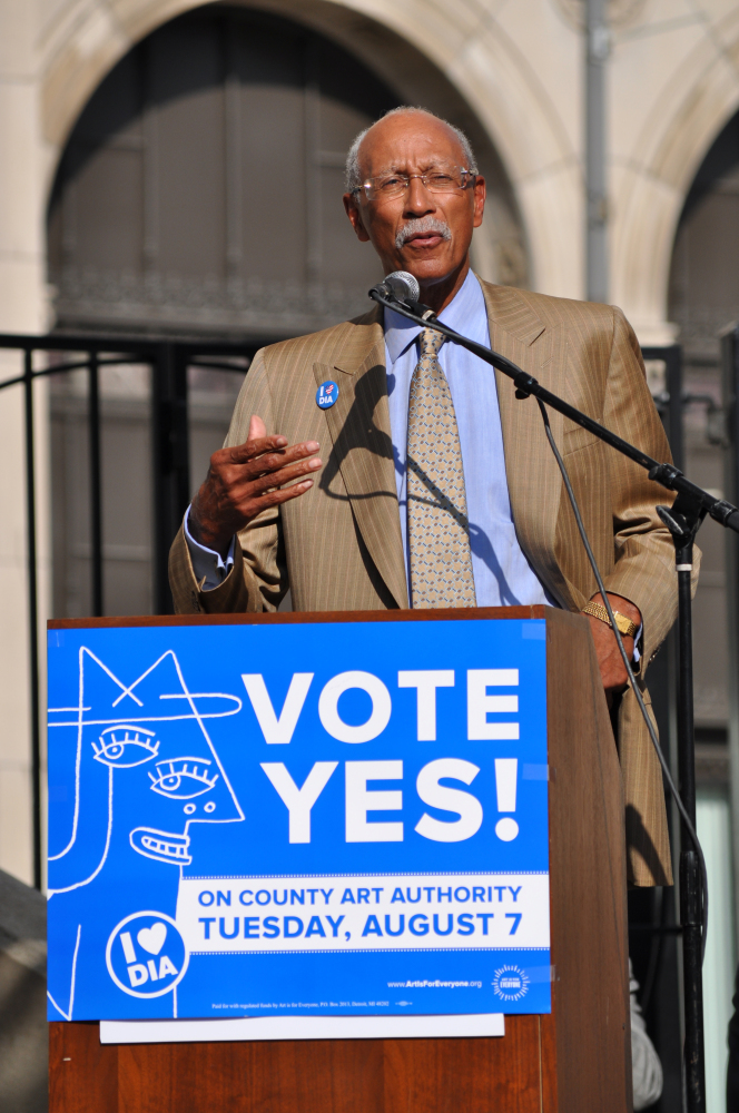 Mayor Dave Bing speaks at the New Center rally for the Detroit Institute of Arts.
