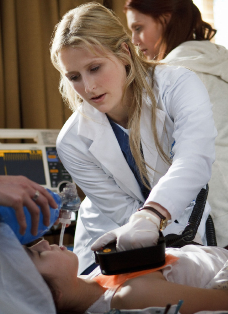 Mamie Gummer as Emily Owens. Photo Credit: Michael Courtney/The CW