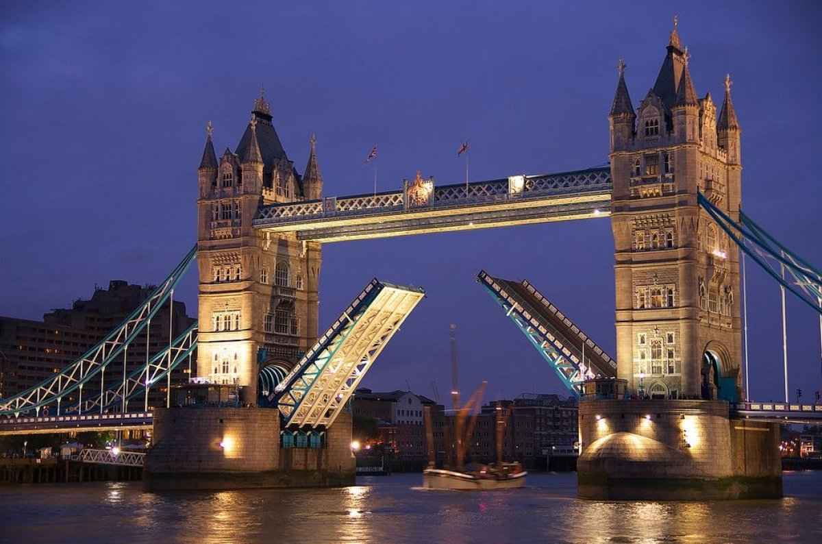 London's 272-foot, dual-bascule bridge began as an architectural conundrum. As the East End of the capital city became more d