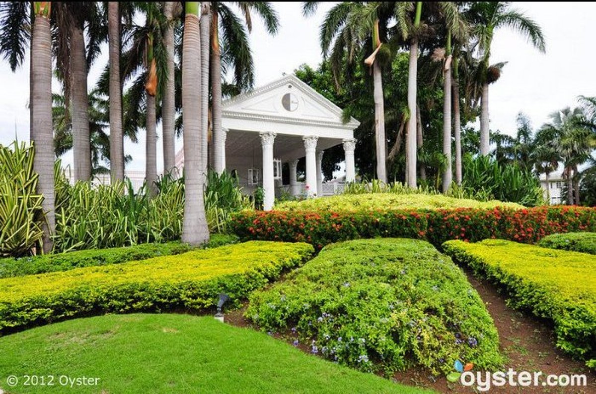 """Since opening in 1954, Jamaica's <strong><a href=""""http://www.oyster.com/jamaica/hotels/half-moon/"""" target=""""_hplink"""">Half Moon"""