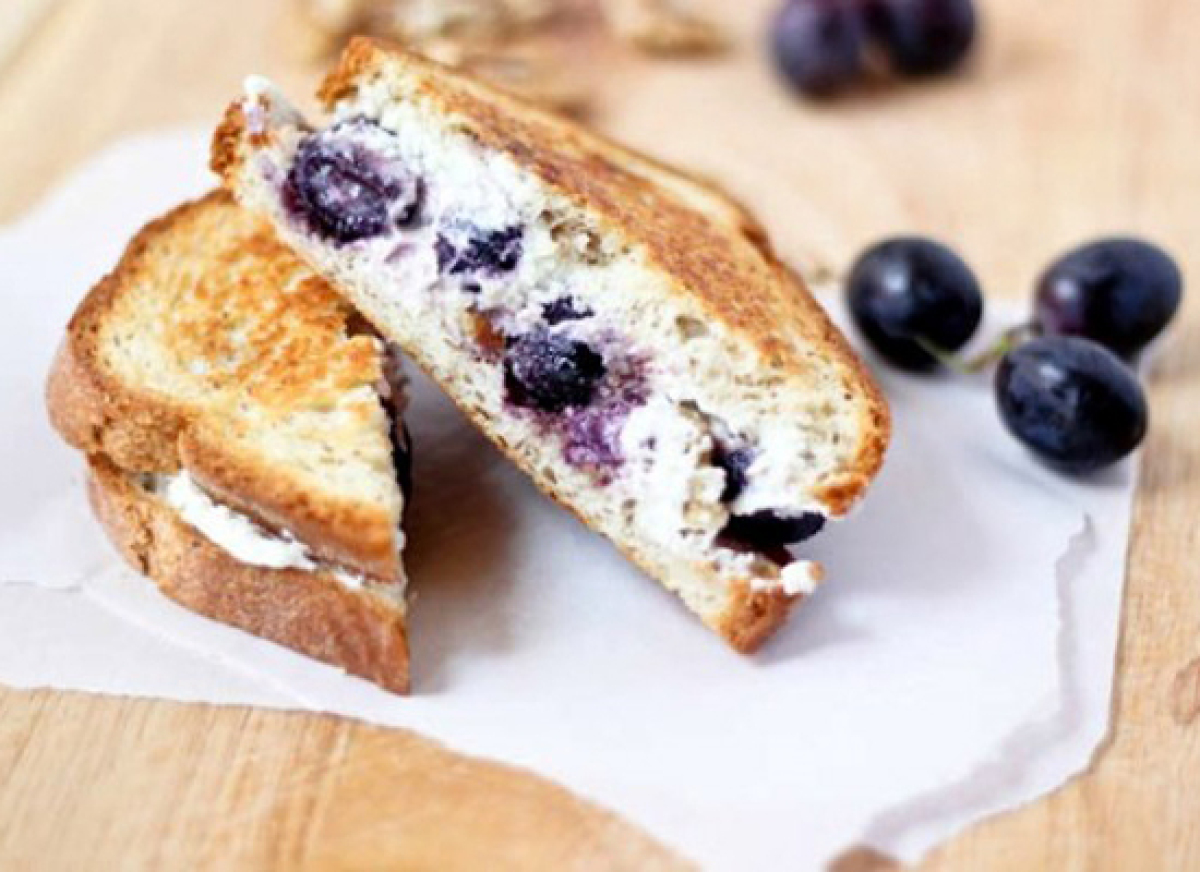 "<strong>Get the <a href=""http://www.bakeyourday.net/grilled-goat-cheese-sandwich-honey-roasted-grapes-walnuts/"" target=""_hpli"
