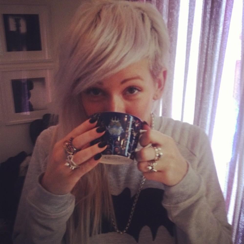 I love tea. (Photo: Ellie Goulding)
