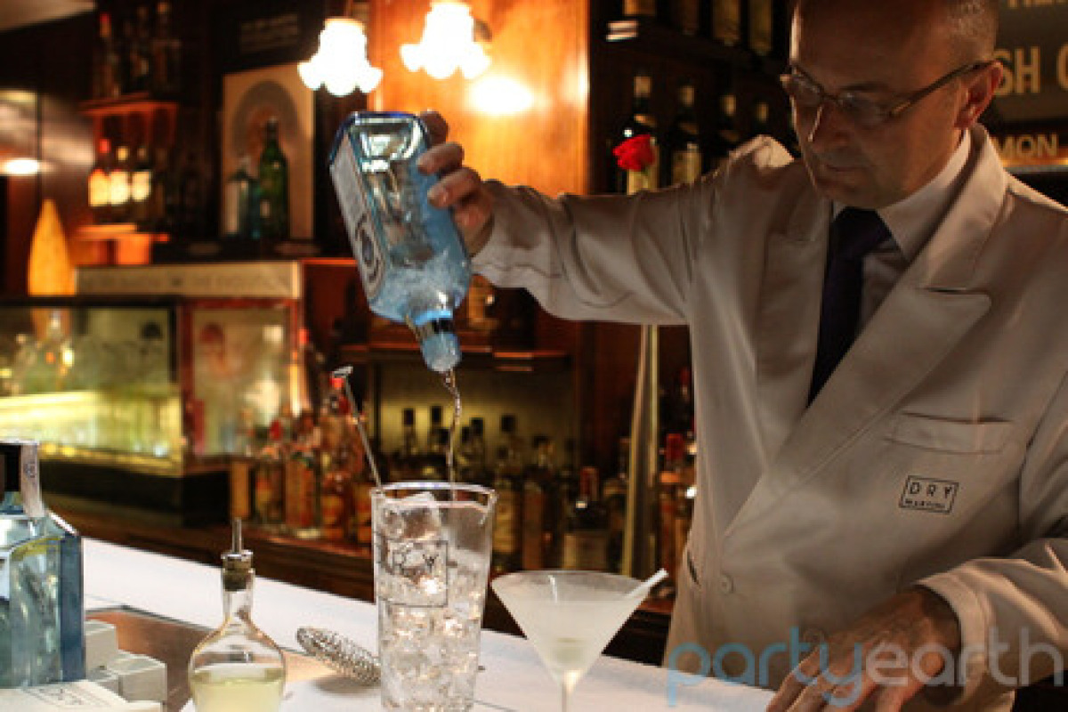 "Start the night off with class at the <a href=""http://www.partyearth.com/barcelona/bars/dry-martini-bar-2/"" target=""_hplink"">"