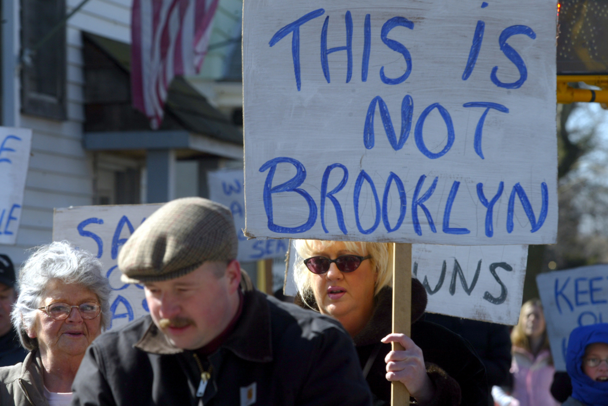 Tottenville residents on Amboy Road protest new development in their neighborhood, February 19, 2005 Courtesy The Staten Isl