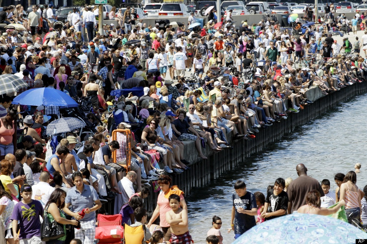 People enjoy to watch the Chicago Air and Water Show on Sunday, Aug. 19, 2012, in Chicago. (AP Photo/Nam Y. Huh)