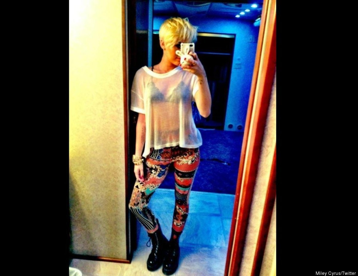"""It was just one of those CUHHH-RAZY pant days,"" Miley<a href=""https://twitter.com/MileyCyrus/status/235870215232159746/photo"