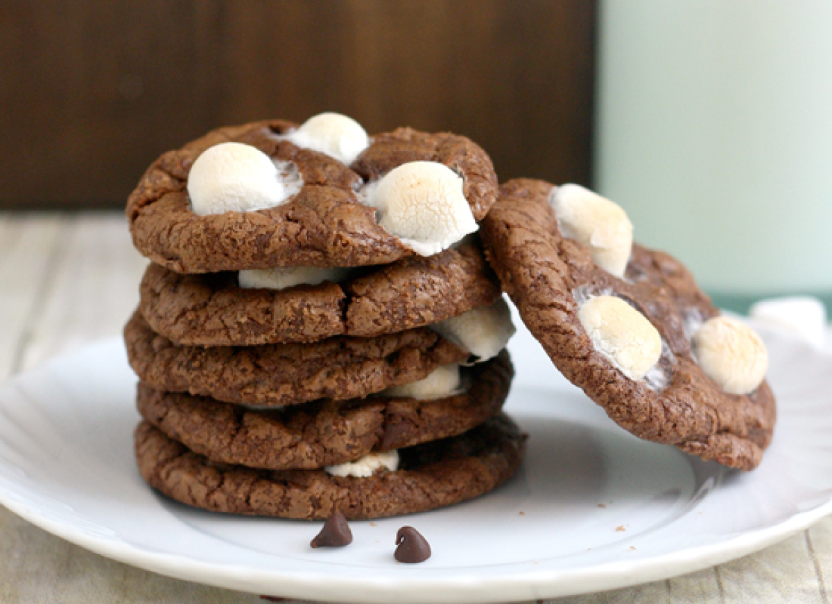 """<strong>Get the <a href=""""http://traceysculinaryadventures.blogspot.com/2012/07/mississippi-mud-cookies.html"""" target=""""_hplink"""""""