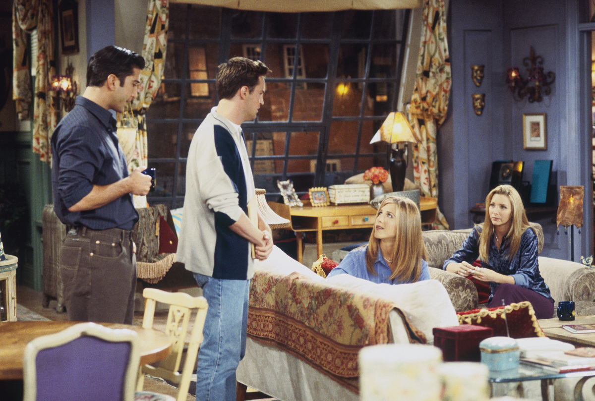 """The One with the Dirty Girl"" Episode 6-- Pictured: (l-r) David Schwimmer as Ross Geller, Matthew Perry as Chandler Bing, Jen"