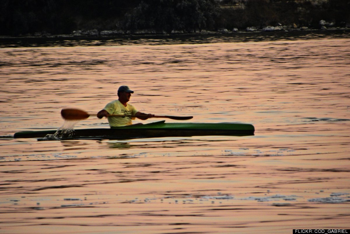 "You can burn 315 calories in 30 minutes of canoeing at the vigorous but <a href=""http://www.healthstatus.com/cgi-bin/calc/cal"