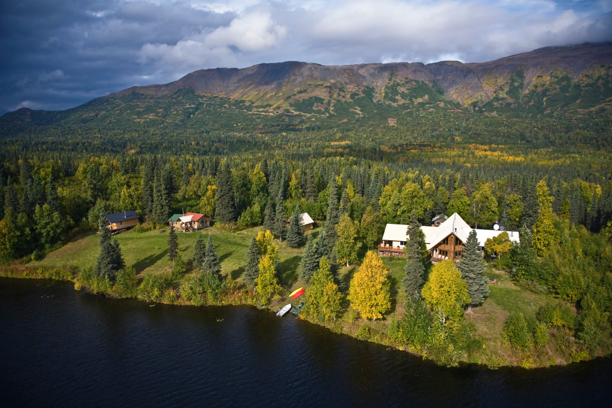 Accessible only by bush plane, this remote resort organizes formidable outdoor adventures including dog mushing along the Idi