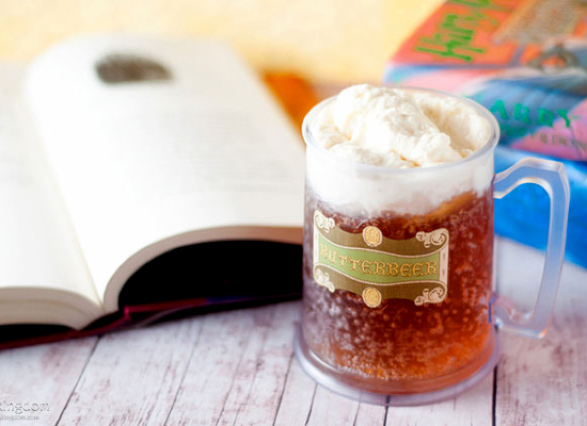 """<strong>Get the <a href=""""http://www.bakingdom.com/2010/11/butterbeer-oh-yes-friends-butterbeer.html"""" target=""""_hplink"""">Butterb"""