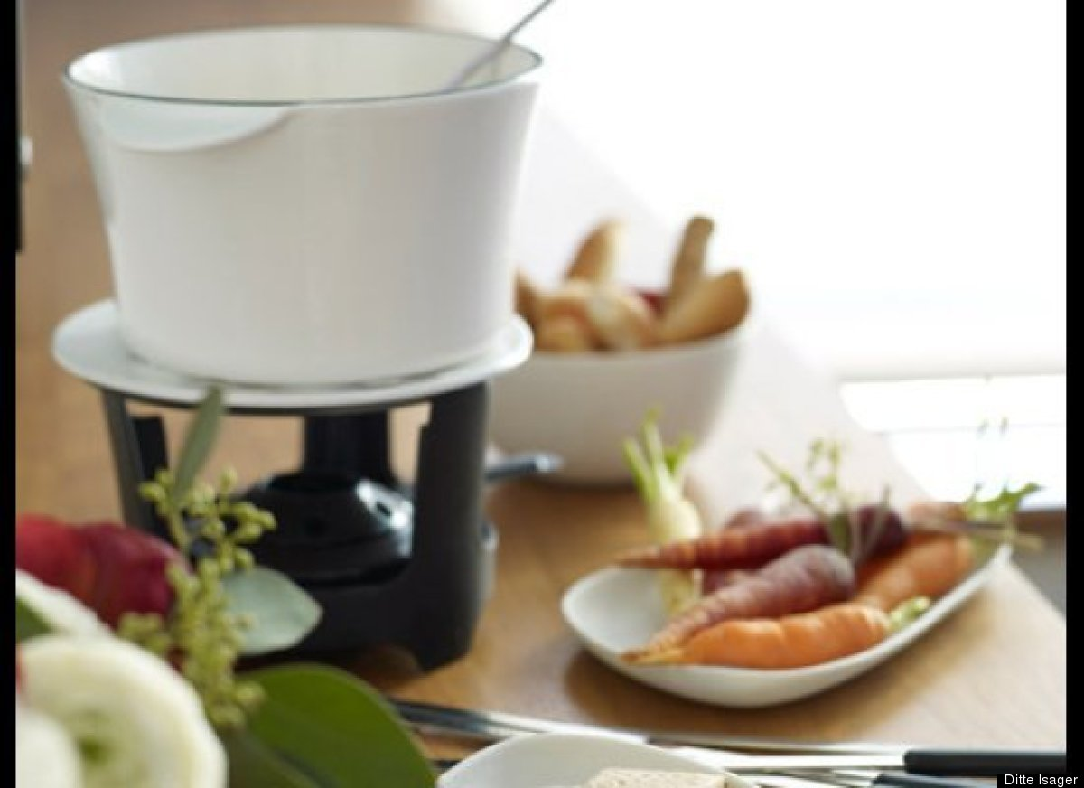 "<strong>Get the <a href=""http://www.huffingtonpost.com/2011/10/27/whiskey-cheese-fondue_n_1058790.html"" target=""_hplink"">Whis"