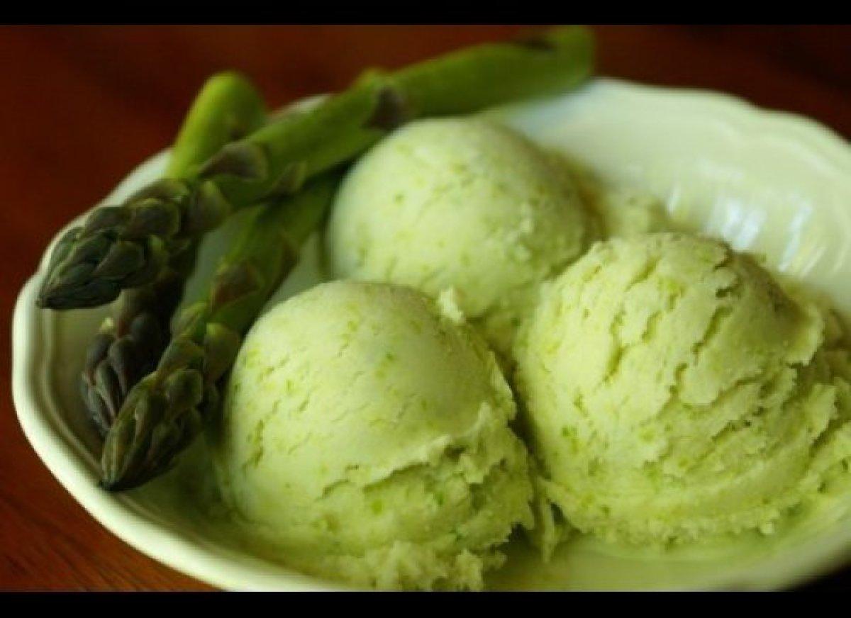 "Recipe: <a href=""http://www.endlesssimmer.com/2012/05/29/endless-ice-cream-asparagus/"" target=""_hplink"">asparagus ice cream</"