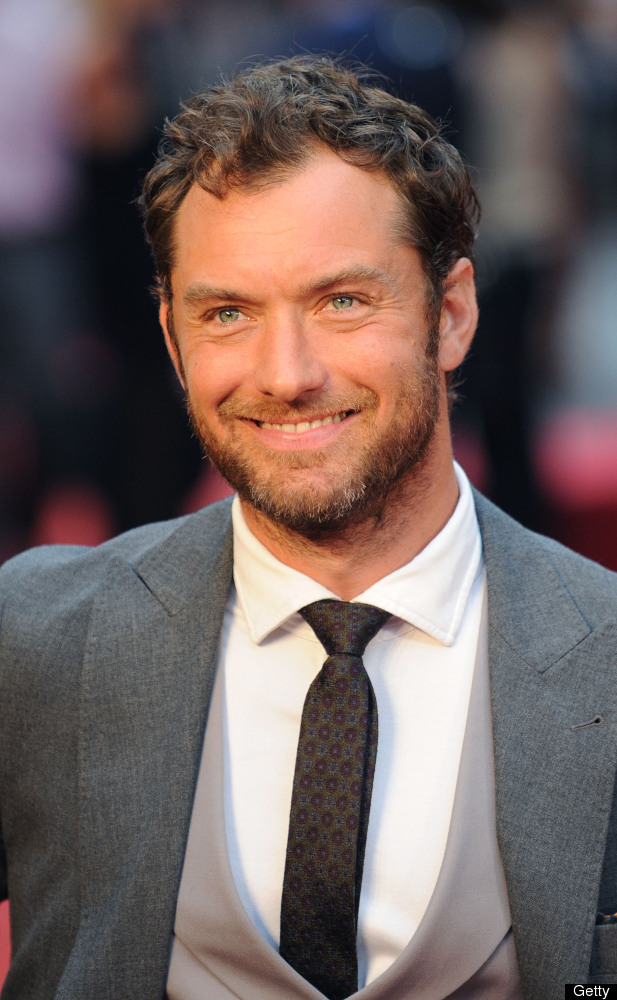 """Jude Law reportedly <a href=""""http://www.people.com/people/archive/article/0,,20143950,00.html"""" target=""""_hplink"""">had an affair"""