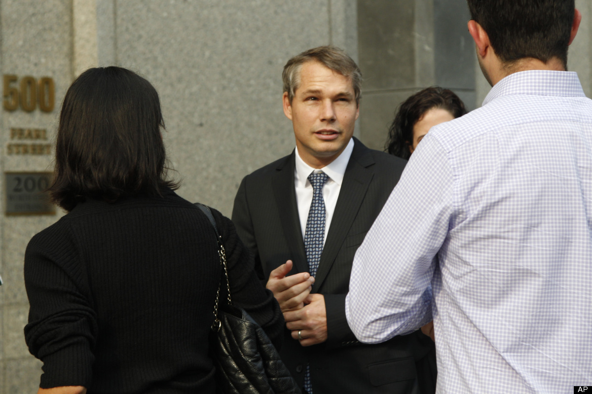 """Shepard Fairey, center, arrives at Manhattan Federal court, Friday, Sept. 7, 2012 in New York. The artist who created the """"HO"""
