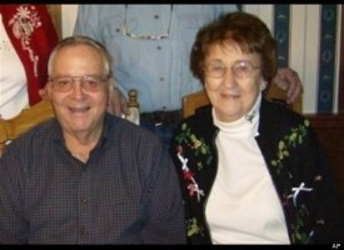 In April 2012, 81-year-old John Collins suffered a heart attack while flying his small plane over Wisconsin.  His wife, Helen