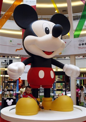 In 1978, Mickey Mouse became the first animated character to receive a star on the Walk of Fame.    In the following years, o