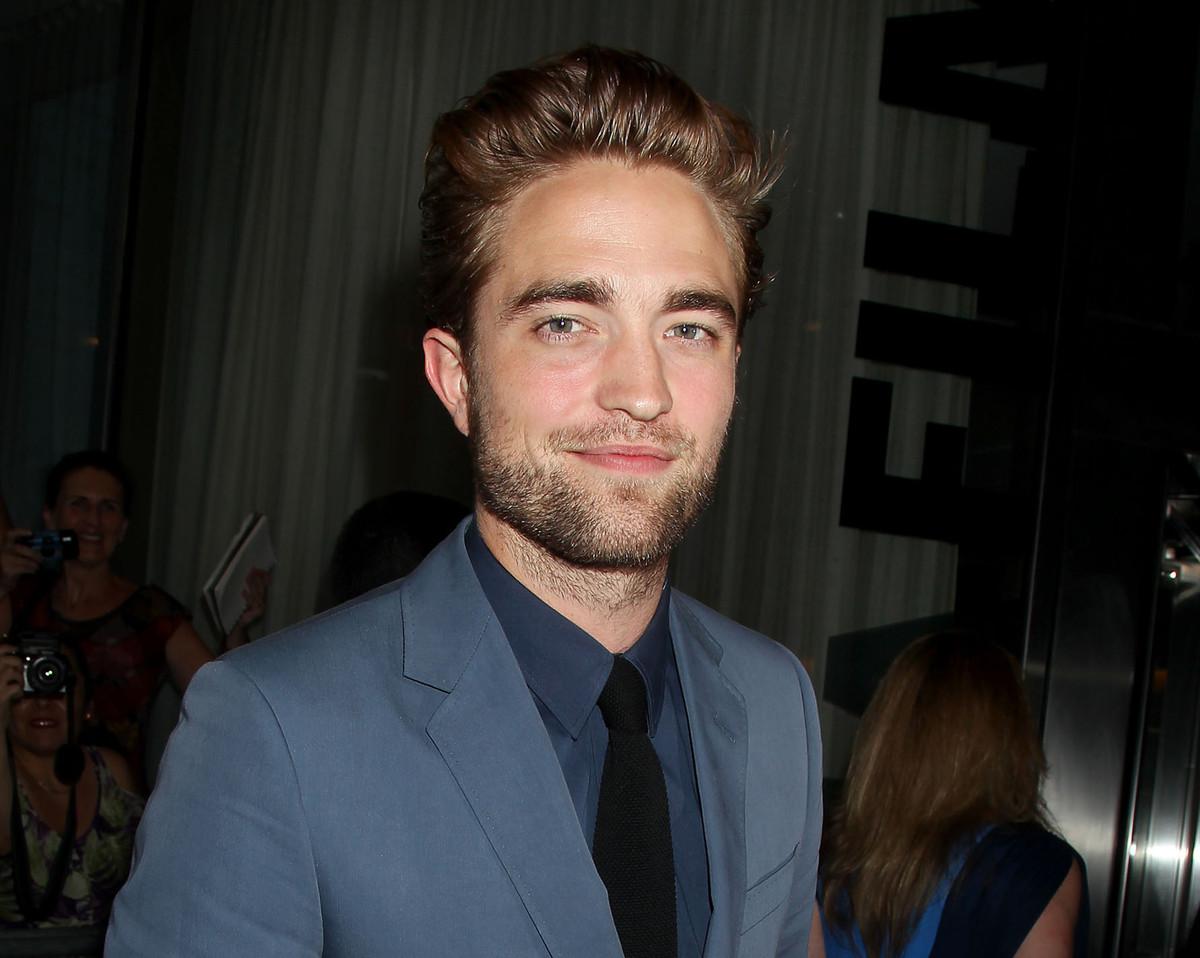 "<a href=""http://www.radaronline.com/exclusives/2012/09/robert-pattinson-renting-los-angeles-apartment"">Robert Pattinson Wants"
