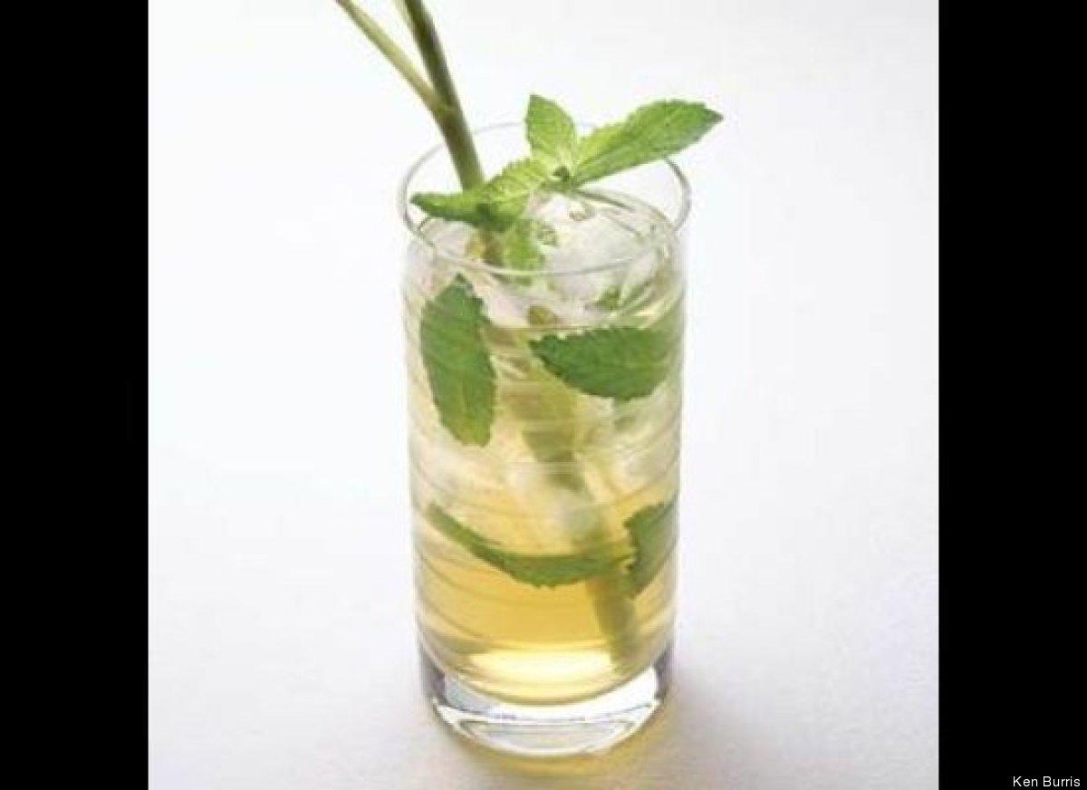 "<strong>Get the <a href=""http://www.huffingtonpost.com/2011/10/27/iced-mint-green-tea_n_1061563.html"" target=""_hplink"">Iced M"