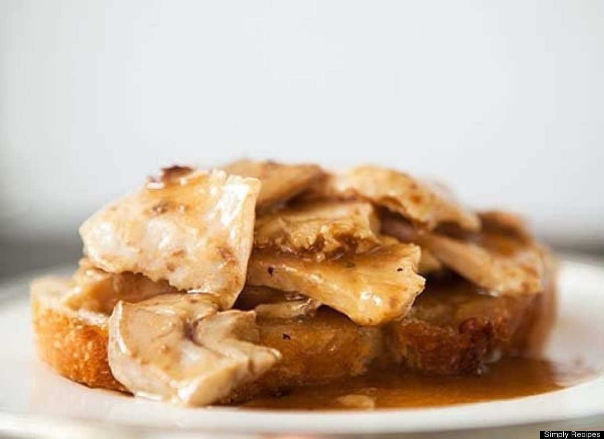 "<strong>Get the <a href=""http://www.simplyrecipes.com/recipes/open_faced_turkey_and_gravy_sandwich/"" target=""_hplink"">Open Fa"