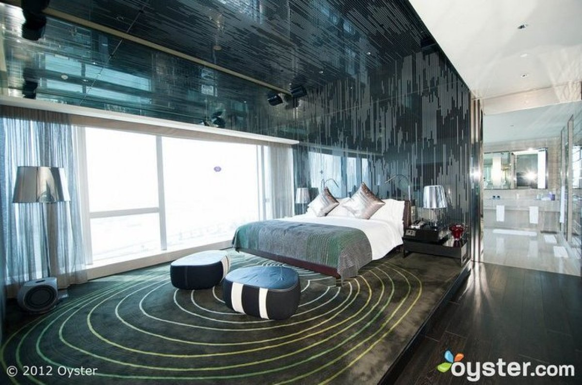 Hong Kong is a fabulous urban destination for those couples seeking out incredible, modern architecture, world-class shopping