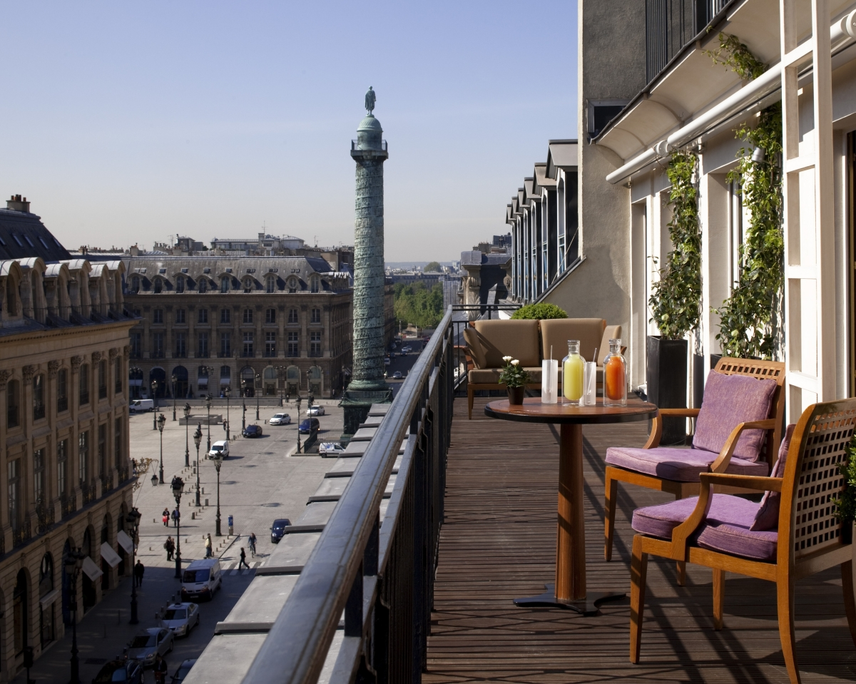 Located on the famous Rue de la Paix, the Park Hyatt Paris-Vendôme offers the best of fashion from one of the style capitals