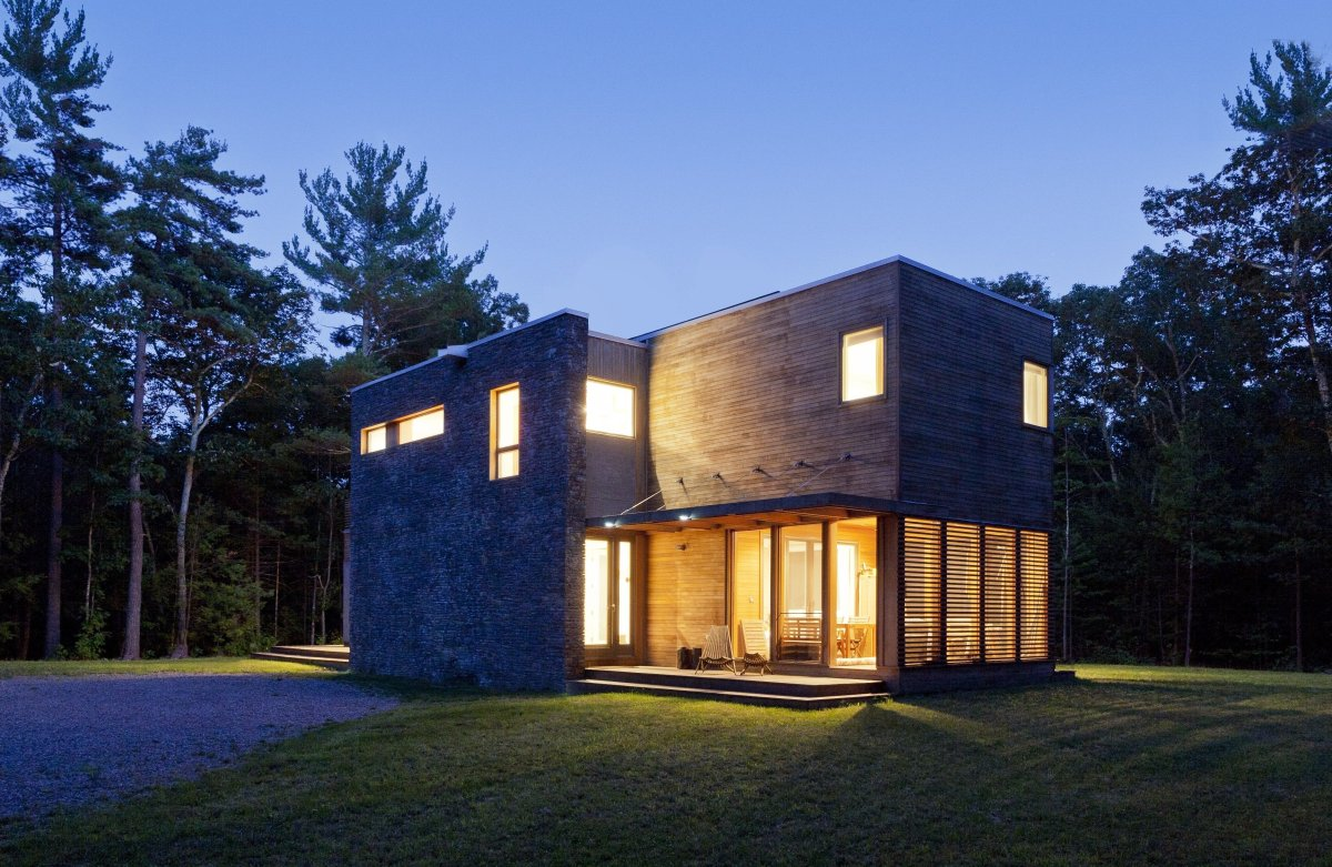Urbanites can reap the best of both worlds at this modern yet secluded retreat. Two and a half hours north of New York City,