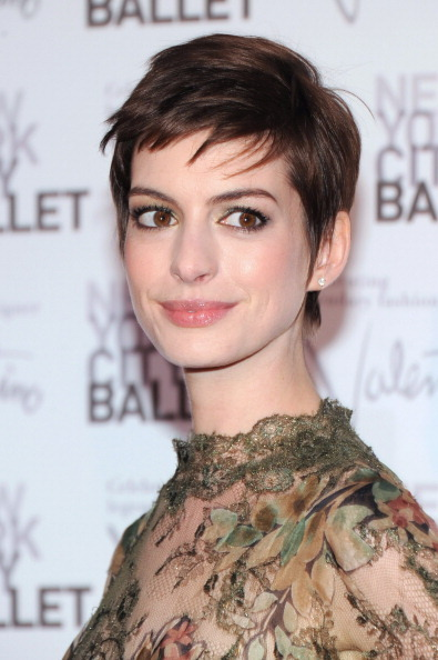 "Anne Hathaway looked ravishing in Valentino (apparently her <a href=""http://www.huffingtonpost.com/2012/09/21/anne-hathaway-w"