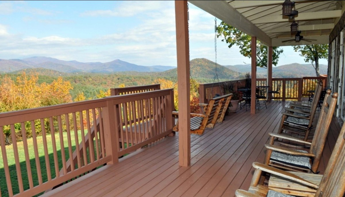 """Sitting atop a mountain does have its advantages. <a href=""""http://www.bnbfinder.com/Georgia/Sautee-Nacoochee/Bed-and-Breakfas"""