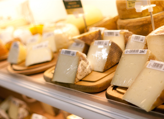 Supermarkets wrap their cheese in plastic wrap -- but you <em>don't </em> want to store your cheese that way. Cheese is a liv